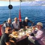 Antalya Körfezinde Sportif ve Amatör Balık Avcılığı konusunda deneyimli kadrosu ve güler yüzüyle sizlere hizmet etmekteyiz. irt: 05425325578
