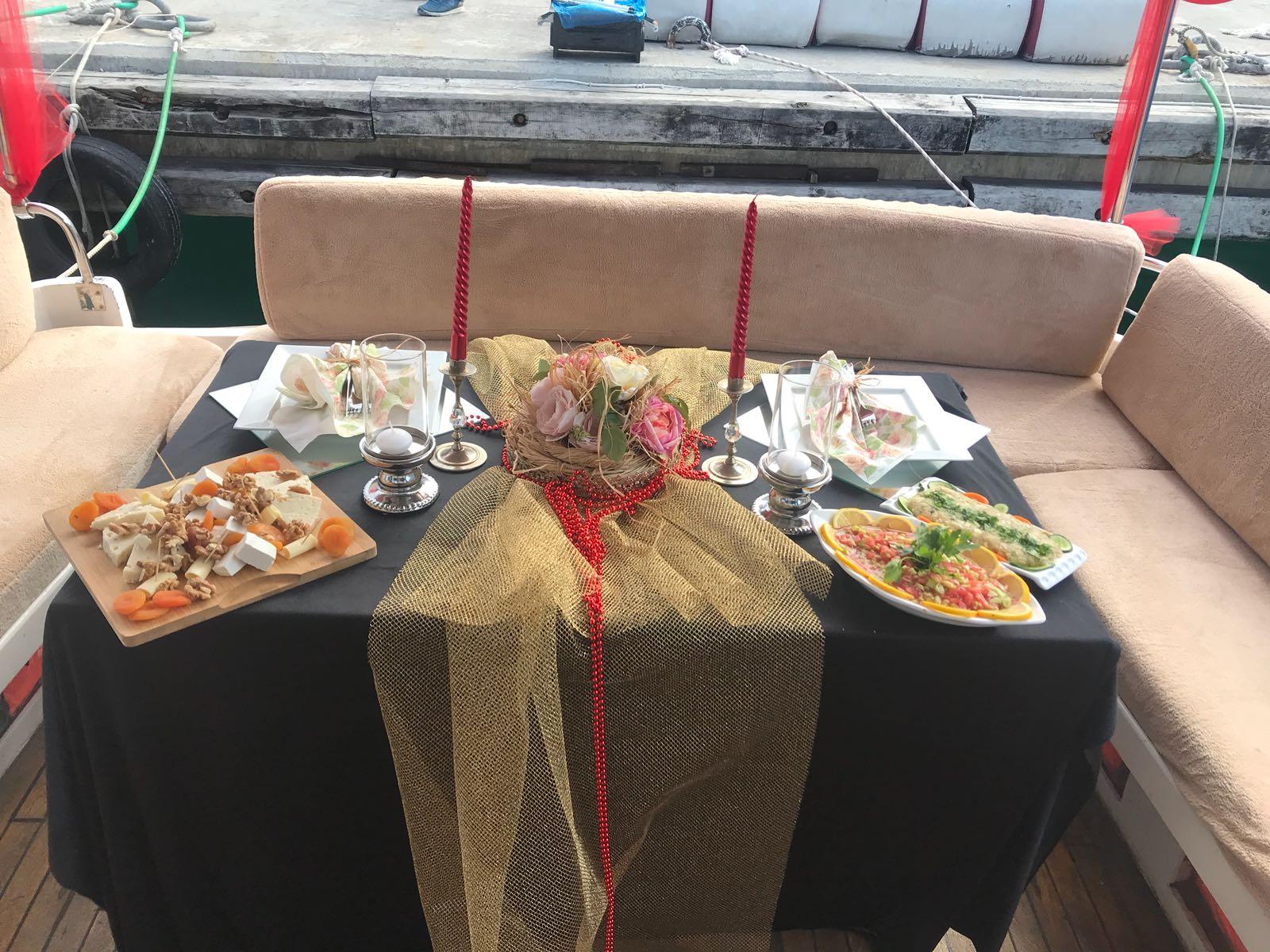 Romantik bir akşam yemeği organize etme